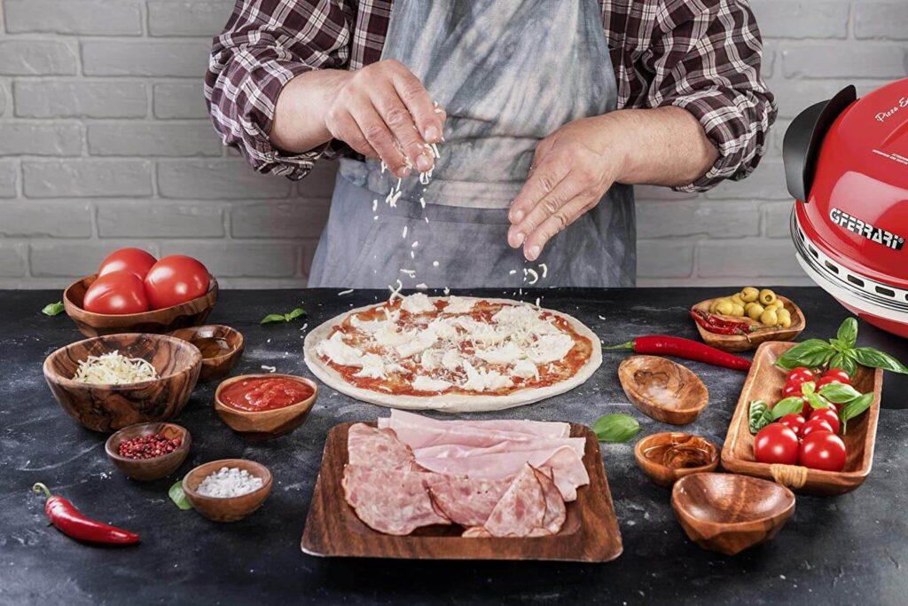 Faire une pizza soi-même avec four à pizza électrique maison