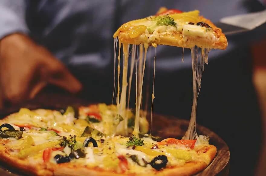 Pizza coupée gustative